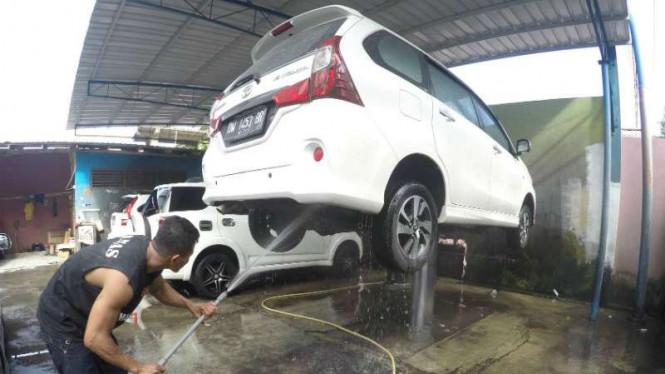 Bebaskan Cat dari Air yang Mengandung Zat Besi dan Garam  Begini Cara Mencuci Mobil Putih Agar Tidak Menguning Cara Mencuci Mobil Putih agar Tidak Menguning