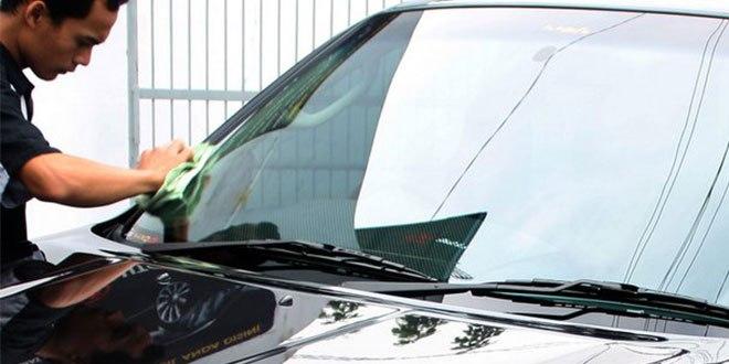 Kaca Mobil yang Buram cara membersihkan kaca mobil dengan aman Cara Membersihkan Kaca Mobil dengan Aman Kaca Mobil yang Buram