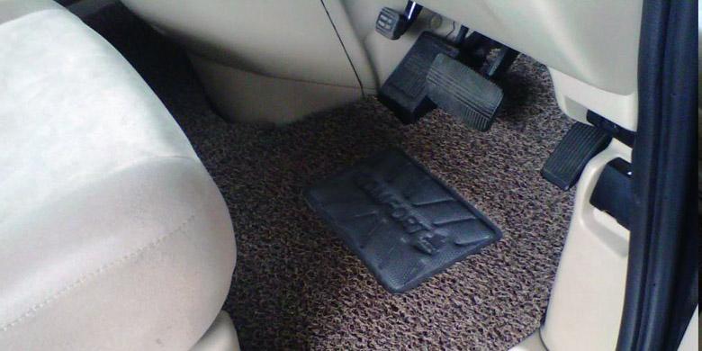 Karpet atau Lantai Mobil cara perawatan ac mobil berkala agar tetap dingin Cara Perawatan AC Mobil Berkala Agar Tetap Dingin Karpet atau Lantai Mobil