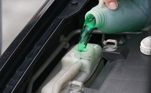 Radiator Coolant mobil cara merawat mobil Cara Merawat Mobil Nggak Harus Mahal, Begini Langkah-Langkahnya Radiator Coolant mobil