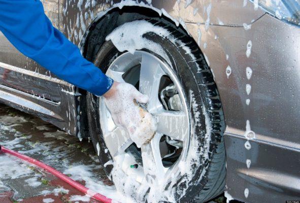 mencuci mobil yang benar cara mencuci mesin mobil yang baik Begini Cara Mencuci Mesin Mobil yang Baik dan Cepat mencuci mobil yang benar 591x400