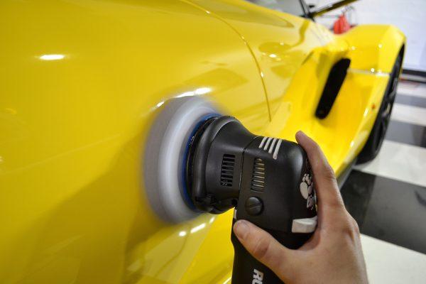 proses coating mobil cara coating mobil sendiri Bagaimana Cara Coating Mobil Sendiri? Apakah Hasilnya Sama dengan Salon Mobil? proses coating mobil 600x400