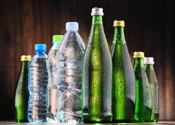 Air Soda cara menghilangkan water spot di kaca mobil 4 Cara Menghilangkan Water Spot di Kaca Mobil Paling Mudah Air Soda 1 559x400