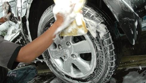 Hindari Mencuci Velg  tips merawat velg mobil 6 Tips Merawat Velg Mobil dan Penjelasannya yang Penting Diketahui Hindari Mencuci Velg