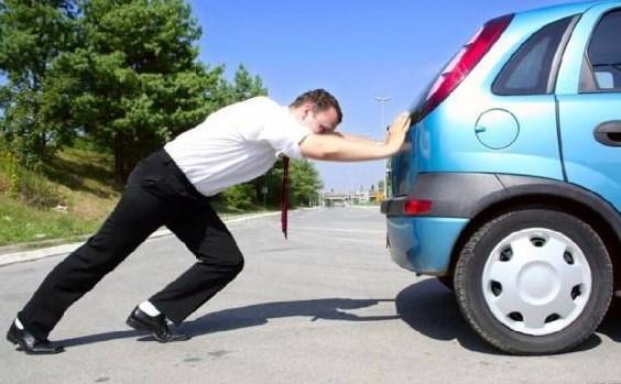 Kehabisan Bensin penyebab mobil mati mendadak 6 Penyebab Mobil Mati Mendadak yang Harus Diwaspadai Kehabisan Bensin