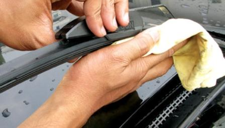 Mencuci Wiper mobil cara merawat wiper yang benar 5 Cara Merawat Wiper yang Benar dan Mudah Mencuci Wiper mobil
