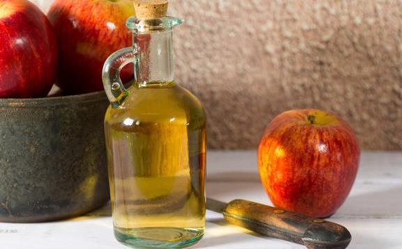 sari cuka apel cara mengatasi mobil bau , tips mengatasi mobil bau 6 Cara Mengatasi Mobil Bau Paling Cepat dan Efektif yang Mudah Dilakukan Sari cuka apel