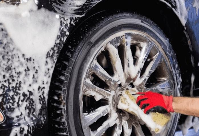 Sikat Halus Velg tips merawat velg mobil 6 Tips Merawat Velg Mobil dan Penjelasannya yang Penting Diketahui Sikat Halus Velg