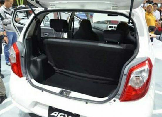 Menjaga kebersihan Pintu Bagasi cara merawat bagasi mobil agar awet 5 Cara Merawat Bagasi Mobil Agar Awet dan Tidak Mudah Rusak kebersihan Pintu Bagasi 552x400
